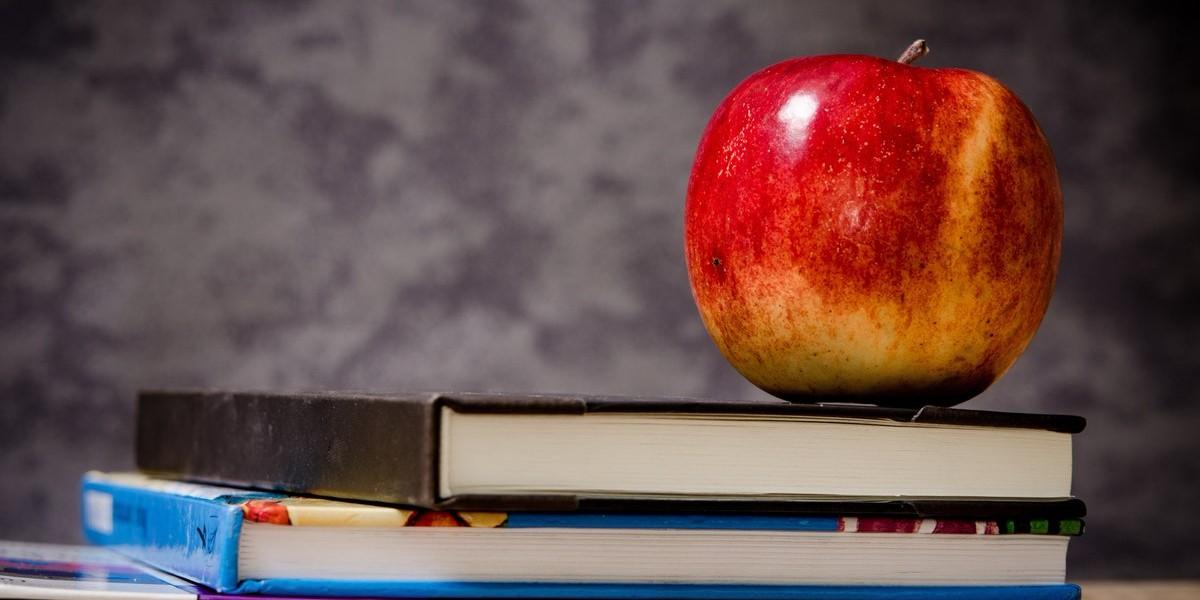 apple-on-books-web