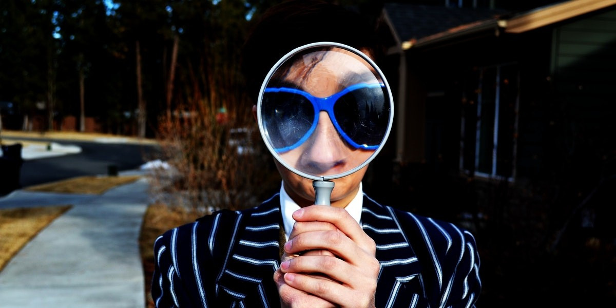 search-with-magnifying-glass-web